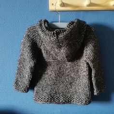 This pattern uses multiple seamless construction techniques starting with a prov… - KNITTING TECHNIQUES Baby Knitting Free, Knitting For Kids, Knit Baby Sweaters, Old Sweater, Knitted Baby, Chunky Knitting Patterns, Baby Pullover, Knit In The Round, Kids Patterns