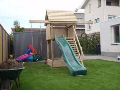 Speeltoestel, een fijne plek om te spelen voor de kinderen. Van de glijbaan of in het huisje, de kids vermaken zich hier prima! Geplaatst en verkrijgbaar bij tuinmani #tuinmani @Tuinmani www.tuinmani.nl Playground Swing Set, Kids Backyard Playground, Backyard Plan, Backyard Pergola, Backyard For Kids, Backyard Projects, Outdoor Projects, Childrens Garden Furniture, Kids Garden Toys