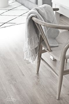 Nordic Style, Wishbone Chair, Interiores Design, Modern Rustic, My Dream Home, Ikea, Christmas Decorations, Xmas, Blanket