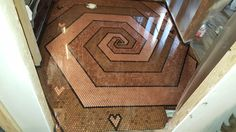 itchunc Ein Penny Boden mit Herzen # Boden # Herzen # Penny In addition to the above mentioned kitch Penny Boden, Penny Floor Designs, Do It Yourself Garage, Pennies From Heaven, Penny Tile, Coin Art, Epoxy Floor, Diy Flooring, Diy Garden Decor
