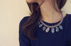 Robe necklace with shiny stones