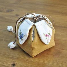 프랑스 자수로 만든 꽃주머니~~ 에고~~ㅠ 요아이 얼른 패키지 만들어 수업 들어 가야하는데 자꾸 다른일에 밀리네~~ #야생화자수파우치 #야생화자수 #프랑스자수 #embroidery