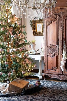 Outstanding french country decor are readily available on our internet site. French Country Christmas, Country Christmas Decorations, French Country Style, French Christmas Traditions, Holiday Decorating, Christmas Pictures, All Things Christmas, Christmas Christmas, Vintage Christmas
