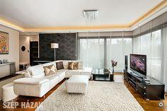 Új nyomvonalon - Szép Házak Conference Room, Couch, Table, Furniture, Home Decor, Homemade Home Decor, Sofa, Meeting Rooms, Couches