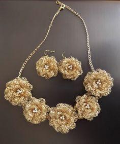 Artículos similares a Alambre de flores de ganchillo joyas, oro, novias joyas, regalo de Dama de honor en Etsy