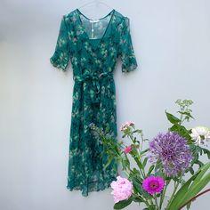 Freebird silk dress €179,- info@untitled-haarlem.nl #freebird #freebirdicons #silk #dresses Short Sleeve Dresses, Dresses With Sleeves, Silk Dress, Boutique, Fashion, Silk Gown, Moda, Gowns With Sleeves, Fashion Styles
