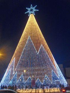 A maior árvore de Natal de Portugal, nas Caldas da Rainha