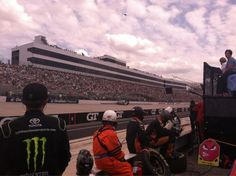 Same report from driver, loose in tight off, now in second and working to take lead from 18 Logano