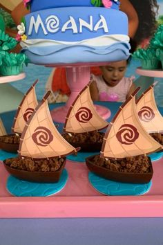 Check out the wonderful canoe sweet treats at this Moana birthday party! See more party ideas and share yours at CatchMyParty.com Moana Birthday Party, Moana Party, Summer Birthday, Tropical Party Foods, Turquoise Party, Disney Parties, Hawaiian Luau Party, Pinata Party, Summer Cakes