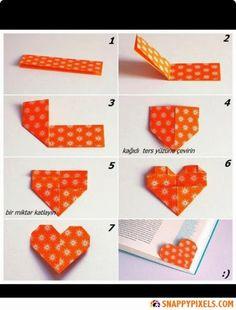 Origami Heart bookmarks... Marcapáginas de corazones con origami