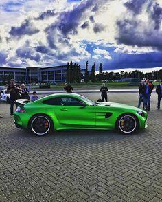 Mercedes-AMG GTR .