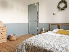 20 tips will help you improve the environment in your bedroom . Kids Bedroom Designs, Room Ideas Bedroom, Room Decor, Half Painted Walls, Big Girl Bedrooms, Small Space Interior Design, Bedroom Vintage, New Room, Girl Room