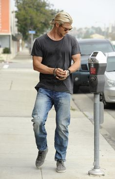 Chris Hemsworth stuck to basic jeans with a cool distressed wash for his daytime look.