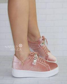 Ella Shoes, Me Too Shoes, Pretty Shoes, Beautiful Shoes, Fashion Boots, Sneakers Fashion, Sock Shoes, Shoes Heels, Nike Shoes Huarache