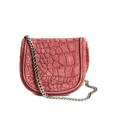 Vintage pink. PREMIUM QUALITY. Small shoulder bag in suede with an embossed pattern. Metal chain shoulder strap and flap with magnetic fastener. Lined. Size