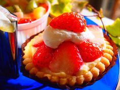 strawberry&custard tarte,blue plate made in england