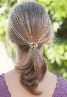 Replace your plain elastic hair tie with a beautiful flexi-o from Lilla Rose and banish boring ponytails! Clearly Gold is reversible- one side is silver toned and the other has tiny gold flowers. Also great as scarf clips!