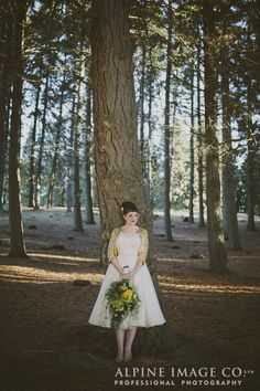 Gorgeous 50s Style Bride. Photography by Alpine Image Company