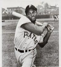 Clemente at Wrigley Pittsburgh Pirates Baseball, Pittsburgh Sports, Baseball Boys, Baseball Photos, Baseball Games, Roberto Clemente, Baseball Batter, Baseball Series, Sports Personality