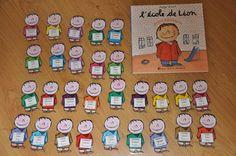 Etiquettes de presence avec le personnage du livre l'école de Léon Petite Section, Alphabet, Preschool, Tattoo, Early Education, Classroom Ideas, Classroom Management, Attendance Board, Basteln