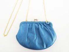 Petit sac rétro en cuir via Chloe Handbag Addict : Le vide dressing. Click on the image to see more!