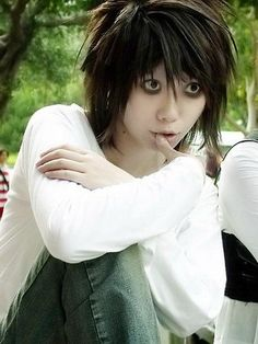 This is creepily perfect... Death Note L cosplay