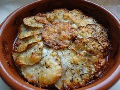 LCHF-bloggen: Parmesangratinerte jordskokker  Review: a nice winter side when you don't eat potatoes. Use A LOT of parmesan!