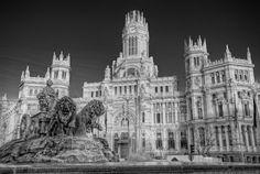 Place: Plaza de Cibeles (black and white), Madrid / Comunidad de Madrid, Spain. Photo by: Marc (flickr)