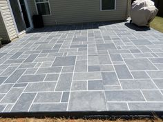 Let's create the patio design you've always wanted. Here are pictures of concrete patios, stamped concrete patios, cracked concrete patios, and more. Will create a concrete patio you will enjoy! Slate Patio, Bluestone Patio, Patio Tiles, Patio Flooring, Back Garden Design, Front Yard Design, Backyard Garden Design, Backyard Patio, Stone Patio Designs