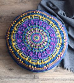 LillaBjörn's Crochet World: Peacock Tail Mandala pillow: FREE crochet pattern