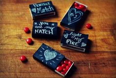 La version des boites d'allumettes à peindre ! Chalkboard matchbox Valentine gifts - super easy to make