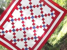 @quiltsalad #quilt #4th-of-july #picnic  Love this red, white and blue quilt!