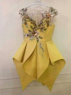 Kouki 👑's media statistics and analytics African Fashion Dresses, African Dress, Girl Fashion, Fashion Outfits, Fashion Design, Russian Fashion, Africa Fashion, Couture Dresses, Traditional Dresses