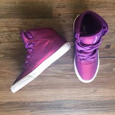 Iridescent purple sneakers Worn once—these chic iridescent purple Cuttler sneakers from Supra are the epitome of cool! In excellent condition, fits true to size. Supra Shoes Sneakers
