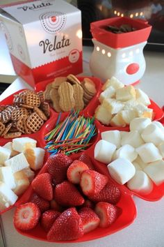 The Scentsy company now makes this great little fondue called Velata! Customize your warmer & choose your chocolate ~ Yum! I love this stuff! Chocolate Fountain Rental, Chocolate Fountain Recipes, Chocolate Fountains, Birthday Party Snacks, Snacks Für Party, Appetizers For Party, Luau Party, Best Chocolate, Delicious Chocolate