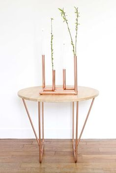 Coffee table with rubber wood tray on steel structure in mat copper plated finish