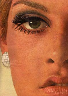Close-up of Twiggy's makeup. Mod Makeup, 1960s Makeup, Twiggy Makeup, Retro Makeup, Cute Makeup, Makeup Inspo, Makeup Inspiration, Beauty Makeup, Hair Makeup