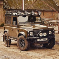 One of my favourites #landrover #landroverdefender #defender #defender90 #defender110 #land_rover_defender #car #offroad #4x4 #carlifestyle #carswithoutlimits #madwhips #blacklist #tuned #stancenation #stance #carsofinstagram #carporn #farm #farmlife #countrylife #country #english #england #british #auto #automotive