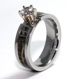 I usually don't like the camo rings and stuff...but I find this really pretty...