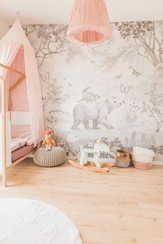Hier entsteht ein Kinderzimmer mit Wald Motto. Kidsroom with wood theme Tapestry, Inspiration, Motto, Home Decor, Quartos, Woodland Forest, Hanging Tapestry, Biblical Inspiration, Tapestries