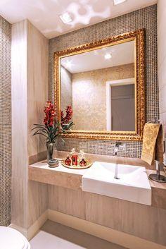 Apartamento com decoração neutra e toques de dourado maravilhoso!                                                                                                                                                                                 Mais