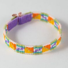 Attache du fermoir au dos du bracelet