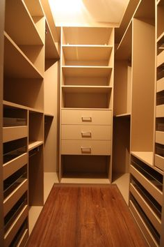 New walk in closet design plan wardrobes Ideas Shoe Storage Small Closet, Bedroom Closet Storage, Bedroom Closet Design, Interior Design Living Room, Walk In Closet Design, Closet Designs, Closet Renovation, Wardrobe Room, White Closet