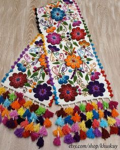Peru embroidered bed runner Off White alpaca wool handmade boho-chic flowers Bohemian eclectic Peruvian style weighed. Hand Embroidery Designs, Embroidery Stitches, Embroidery Patterns, Mexican Embroidery, Floral Embroidery, Embroidered Bedding, Bed Runner, Wool Runners, Handmade Flowers