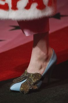 Gucci Spring 2017 Ready-to-Wear Accessories Photos - Vogue Gucci Spring 2017, Gucci 2017, Shoe Boots, Shoes Heels, Gold Shoes, Gucci Shoes, Pumps, Fashion Shoes, Fashion Accessories