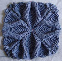 beside crochet: حقيبة كروشية عبقرية. Tunisian Crochet Patterns, Modern Crochet Patterns, Crochet Cardigan Pattern, Crochet Squares, Crochet Motif, Crochet Stitches, Knitting Patterns, Free Crochet Bag, Crochet Gratis