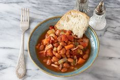 If You Have Beans and a Slow Cooker, You Can Make These 25 Easy Meals Beans are budget-friendly and readily available. Whether you are working with dry beans or canned, the slow cooker is a great way to cook them. Baked Beans Crock Pot, Canned Baked Beans, Slow Cooker Baked Beans, Beans In Crockpot, Slow Cooker Recipes, Crockpot Meals, Bean Recipes, Side Dish Recipes, Side Dishes