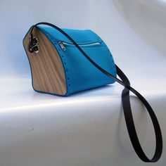 Schoulderbag felt & wood