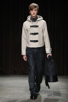 See all the Collection photos from Boss Autumn/Winter 2017 Menswear now on British Vogue Fashion News, Fashion Show, Mens Fashion, Fashion 2017, High Fashion, Fashion Trends, Vogue Paris, Mens Highlights, Balenciaga Mens