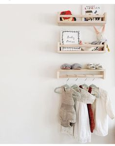 Kidsroom naturel | Ikea spice racks as mini shelves